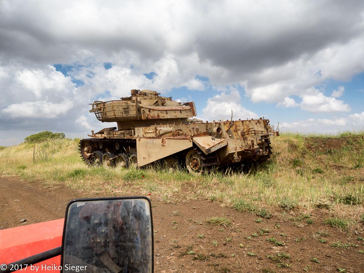 Alter israelischer Panzer auf den Golanhöhen